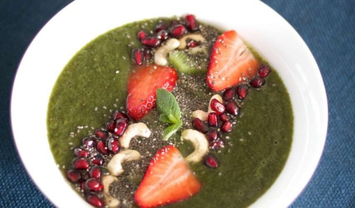 Green Super Vitality Bowl breakfast smoothie